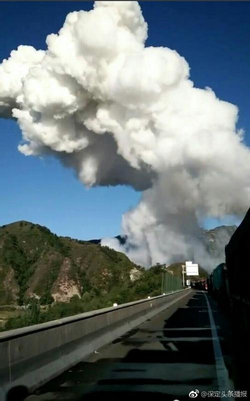 Vụ nổ cực mạnh trên đường hầm cao tốc khiến 12 người chết, 9 xe hơi bốc cháy