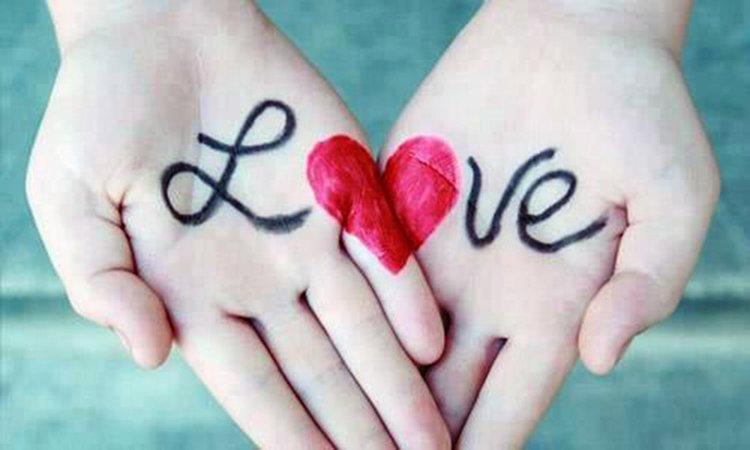 """Hãy đặt đường tình duyên hai tay sát nhau để biết """"bí mật"""" tình yêu của mình"""