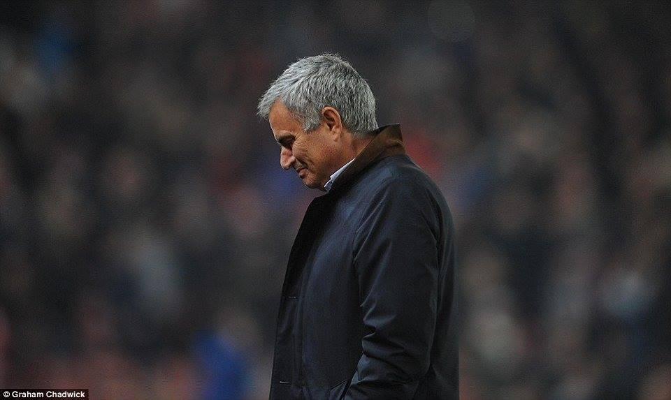 Nếu đang mất hi vọng vào tương lai thì hãy nhìn vào Mourinho đây này!