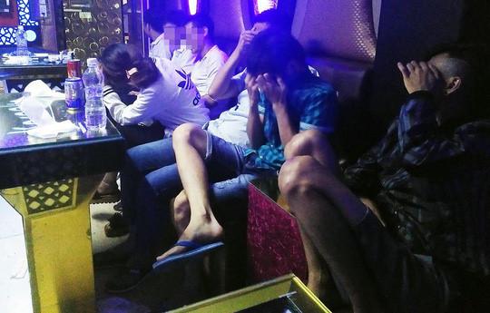 Bạn trẻ bỏ học, đi làm ở quán karaoke: Nam nhân viên quán karaoke đổ máu, sa vào nghiện ngập