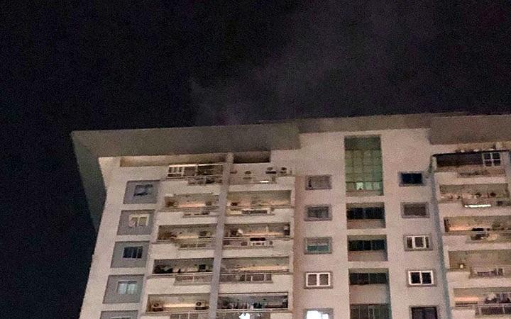 Lại cháy chung cư ở Hà Nội, người dân hoảng loạn tháo chạy trong đêm