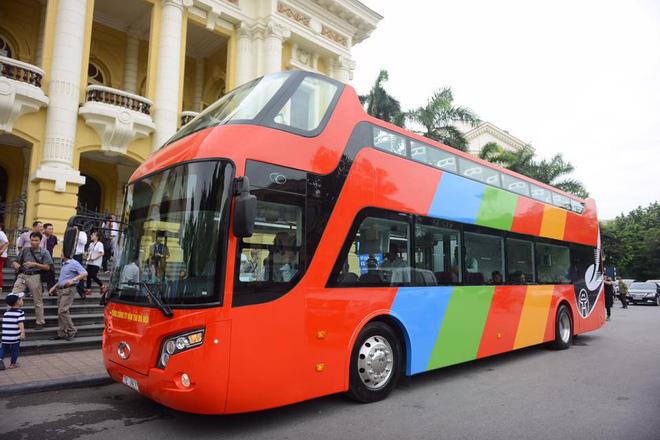 """""""Chất lừ"""" xe buýt mui trần, trang bị wifi 4G phục vụ khách du lịch ở Hà Nội"""