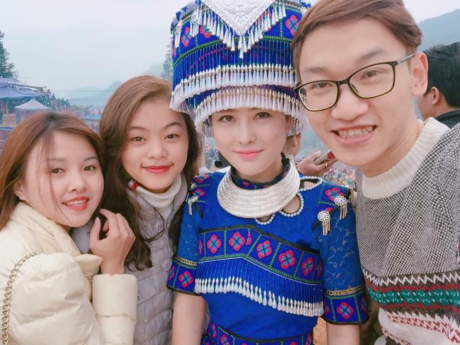 Cô gái người Mông xinh như hot girl ở lễ hội khuynh đảo cộng đồng