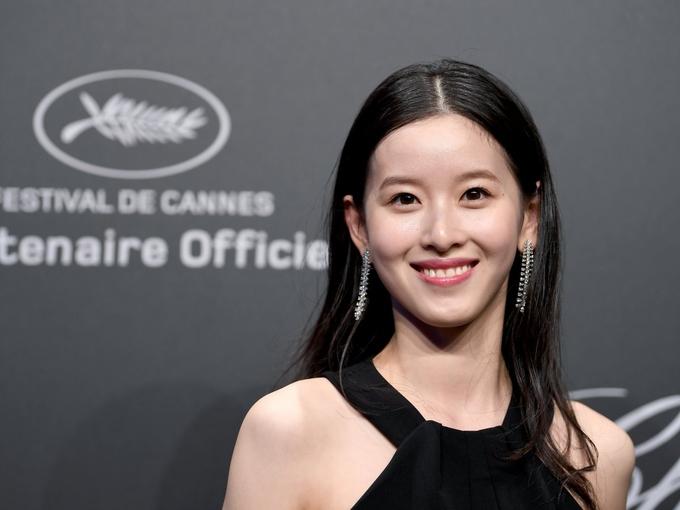 Nữ tỷ phú trẻ nhất Trung Quốc nổi tiếng từ một bức ảnh trên mạng và giàu từ khi lấy chồng tỷ phú