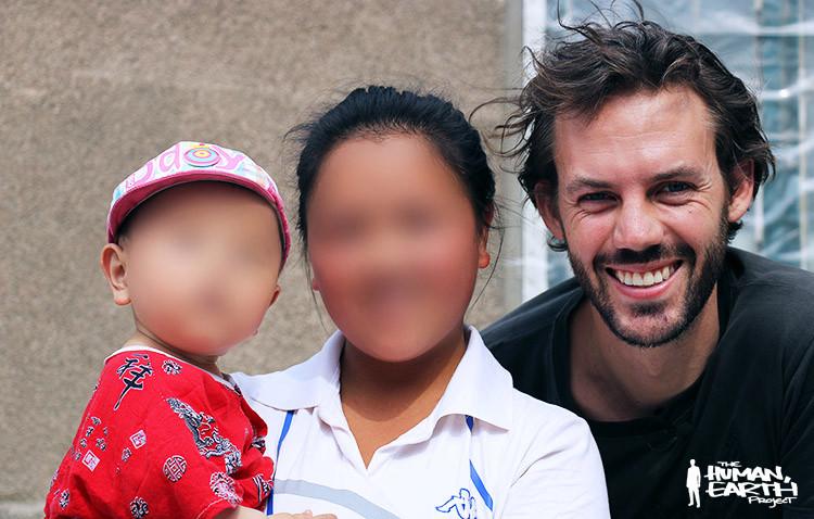 """Thầy giáo Australia giải cứu những bé gái bị """"bắt vợ"""" rồi bán sang Trung Quốc"""