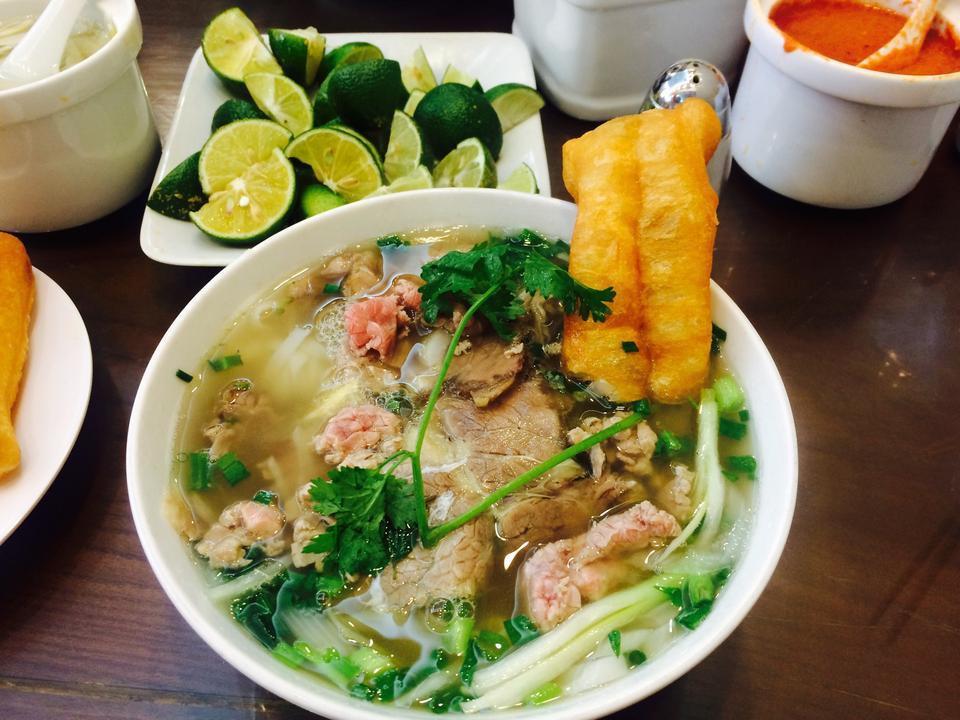 Top 10 quán phở gia truyền ngon nhất Hà Nội
