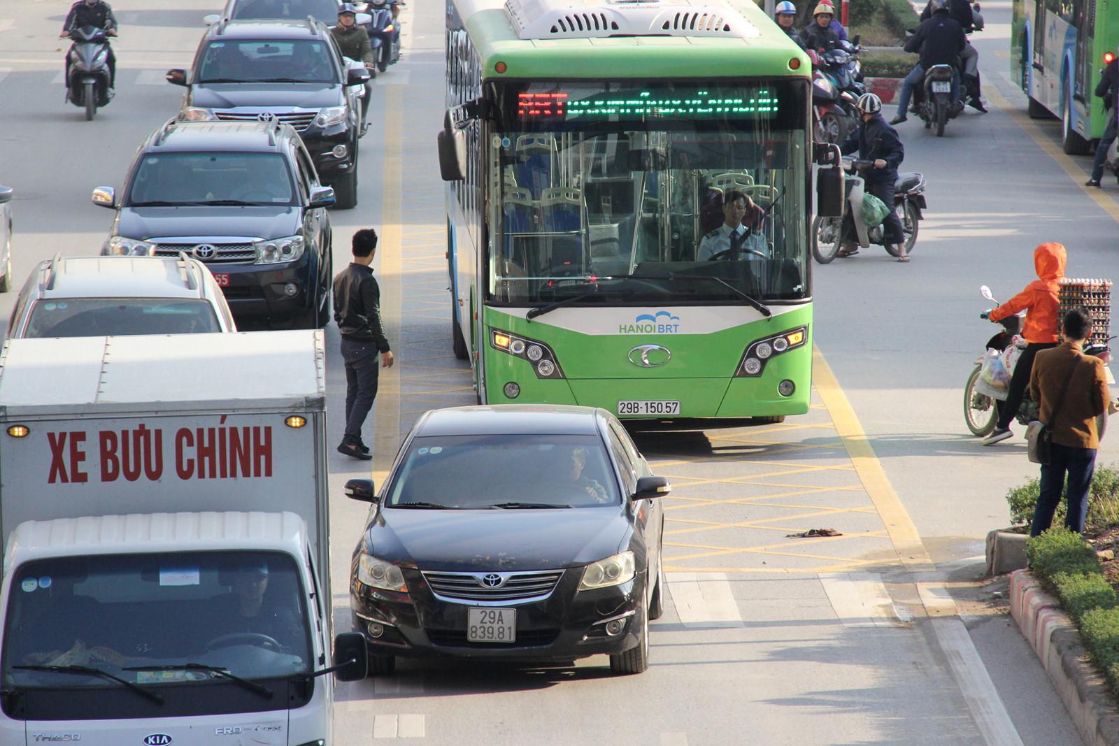 Xe buýt nhanh Hà Nội thu phí 7.000 đồng mỗi lượt