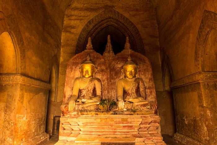 Tượng phật bên trong đền ở Bangan
