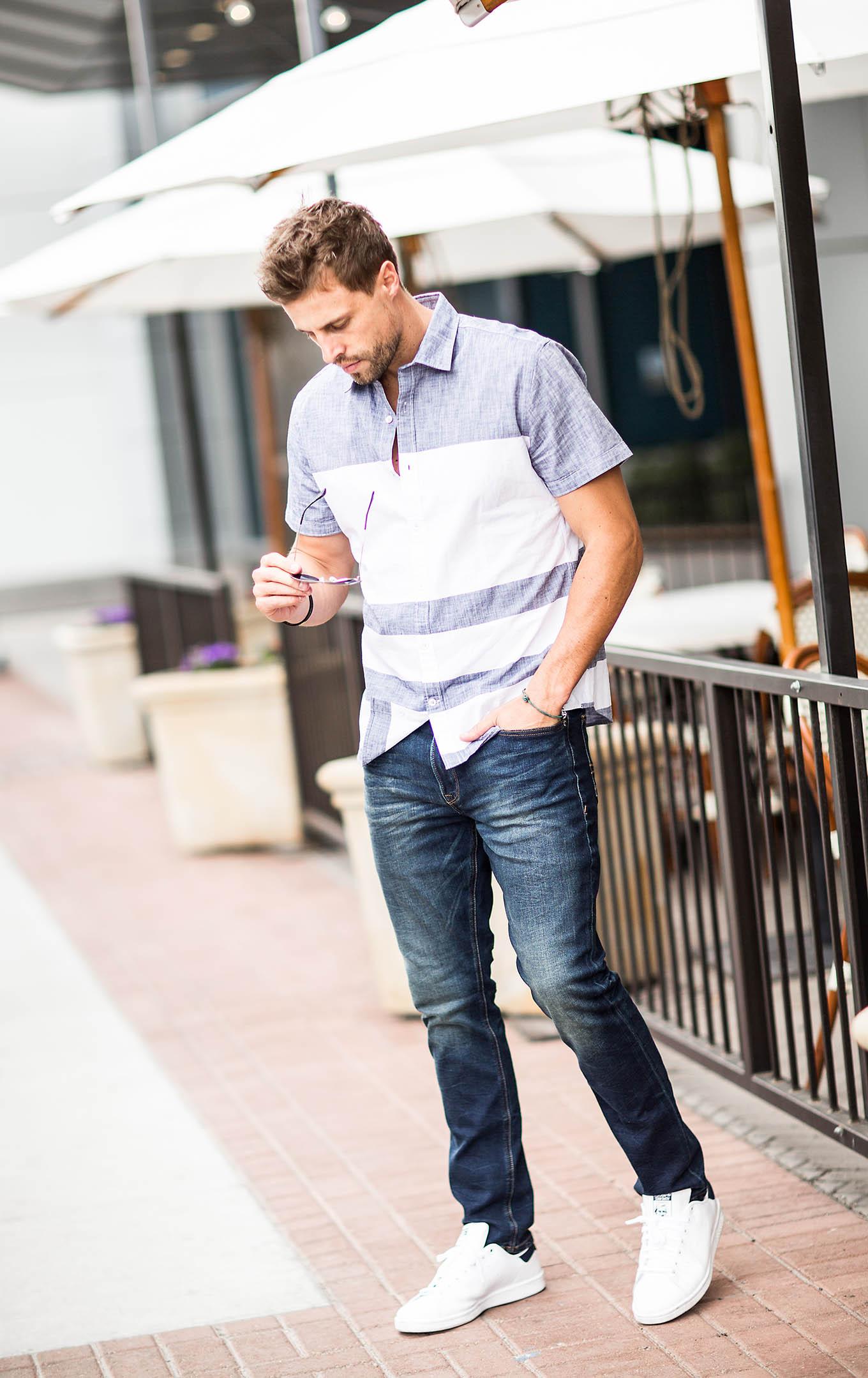 Sơ mi cọc tay không chỉ phong phú về kiểu dáng mà còn cực đa dạng về màu sắc, họa tiết nên các chàng có thể thoải mái lựa chọn nhiều kiểu áo mình yêu thích.