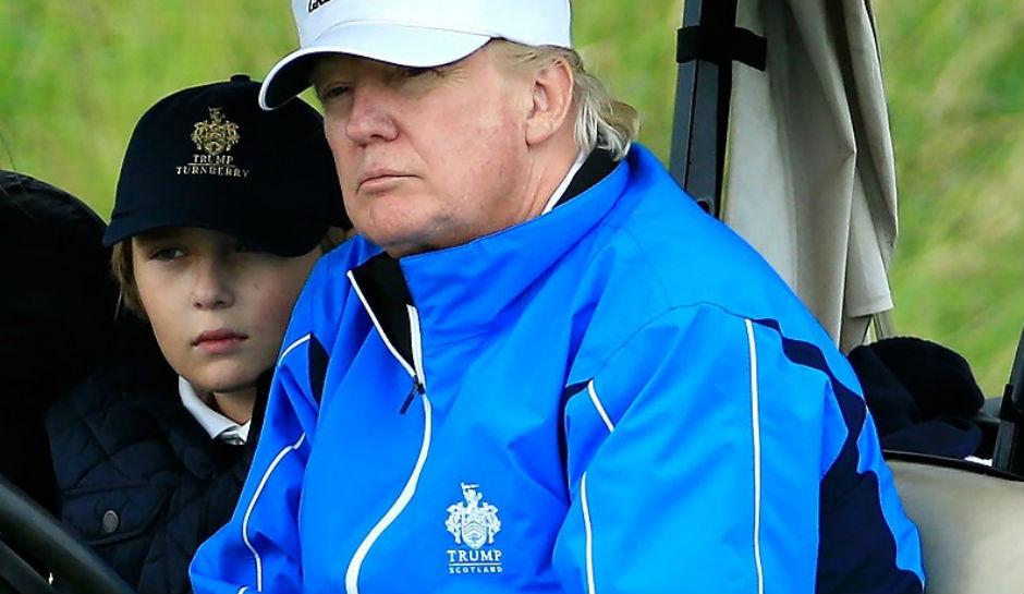 Quý tử nhà Trump gà gật khi bố phát biểu mừng chiến thắng