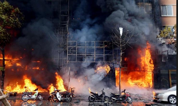 Cảnh sát PCCC đã mất 7 tiếng để khống chế đám cháy tại quán karaoke 68 Trần Thái Tông.