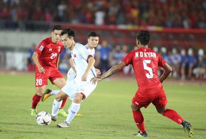 Fan bóng đá Đông Nam Á tranh cãi kịch liệt về bàn thắng không được công nhận của Văn Toàn