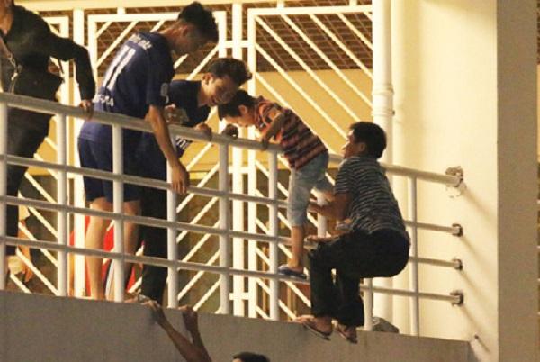 Ly kì hành trình vào sân Mỹ Đình xem trận Việt Nam - Malaysia không cần vé