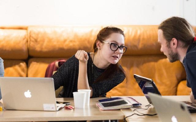 Một nghiên cứu chỉ ra: Khi biết lương của đồng nghiệp cao hơn mình, bạn sẽ chán nản với công việc