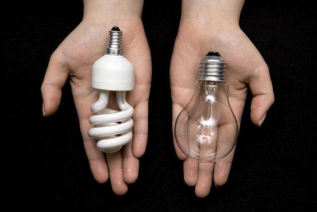 Không ngờ các loại bóng đèn tròn tiêu hao điện năng gấp 20 lần đèn led tới mức sếp EVN đề nghị cấm tiêu thụ