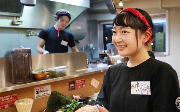 Nhiều doanh nghiệp tại Nhật Bản liên tục nâng lương nhằm giữ chân nhân viên bán thời gian