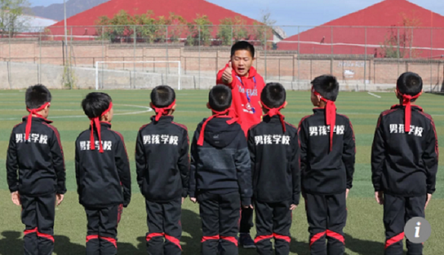Có gì bên trong trại huấn luyện nam tính đặc biệt dành cho những cậu con trai Trung Quốc?