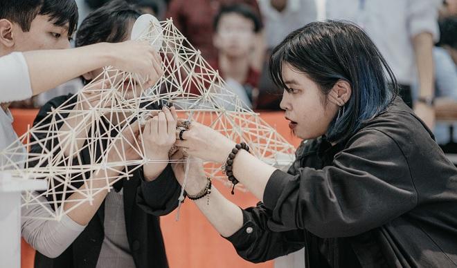 Tài năng như sinh viên Kiến trúc: Thiết kế 70 thanh tre chịu được trọng lượng 49 kg