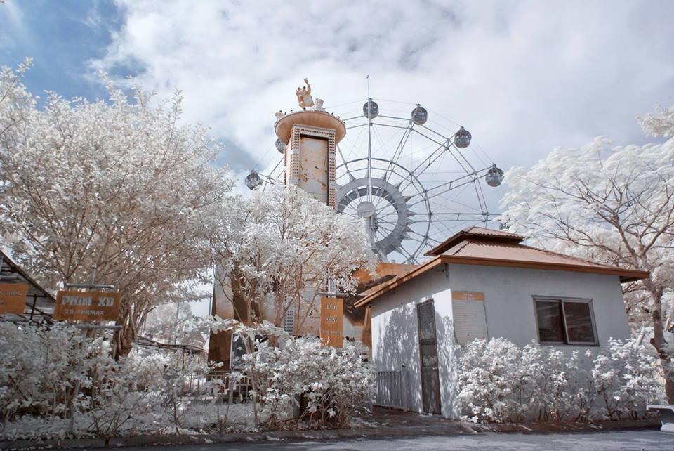 """HOT: Giữa lòng Hà Nội vừa có một """"thiên đường tuyết trắng"""" đẹp không kém Matxcova, Nga"""