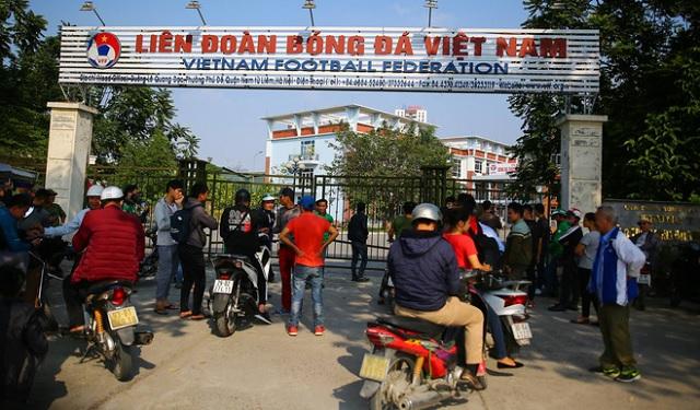 Ai cũng kêu không thể mua vé online nhưng VFF đã bán được 5.000 vé trận bán kết AFF Cup 2018 trong ngày đầu tiên