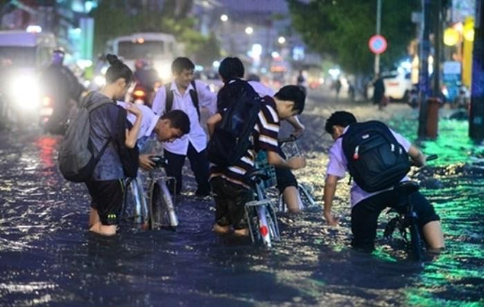 Toàn thể học sinh TP HCM có nguy cơ nghỉ học vào ngày mai vì bão số 9