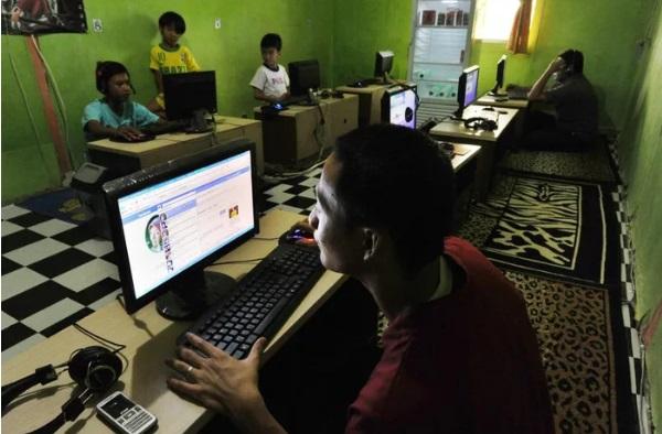 """Cả làng cắt hết wi-Fi trước tình trạng học sinh bỏ học xem phim """"cấm"""""""