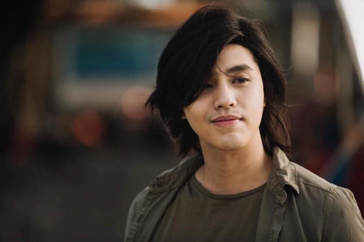 """Noo Phước Thịnh """"xoay"""" fans như chong chóng: Hết đầu đinh giờ lại đến tóc dài bồng bềnh như lãng tử"""