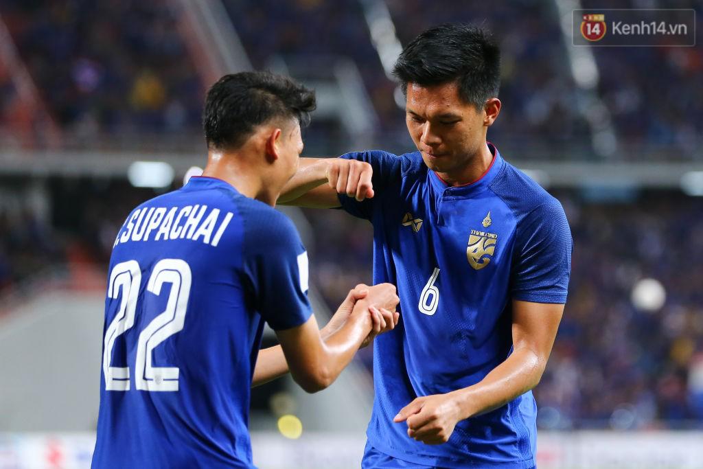 Số 6 Pansa Hemviboon giúp chủ nhà Thái Lan tái lập thế dẫn trước ở phút 63 bằng cách tận dụng tình huống lộn xộn trước khung thành, đánh đầu đưa bóng vào lưới. Nhưng rồi Talaha lại gỡ hòa.