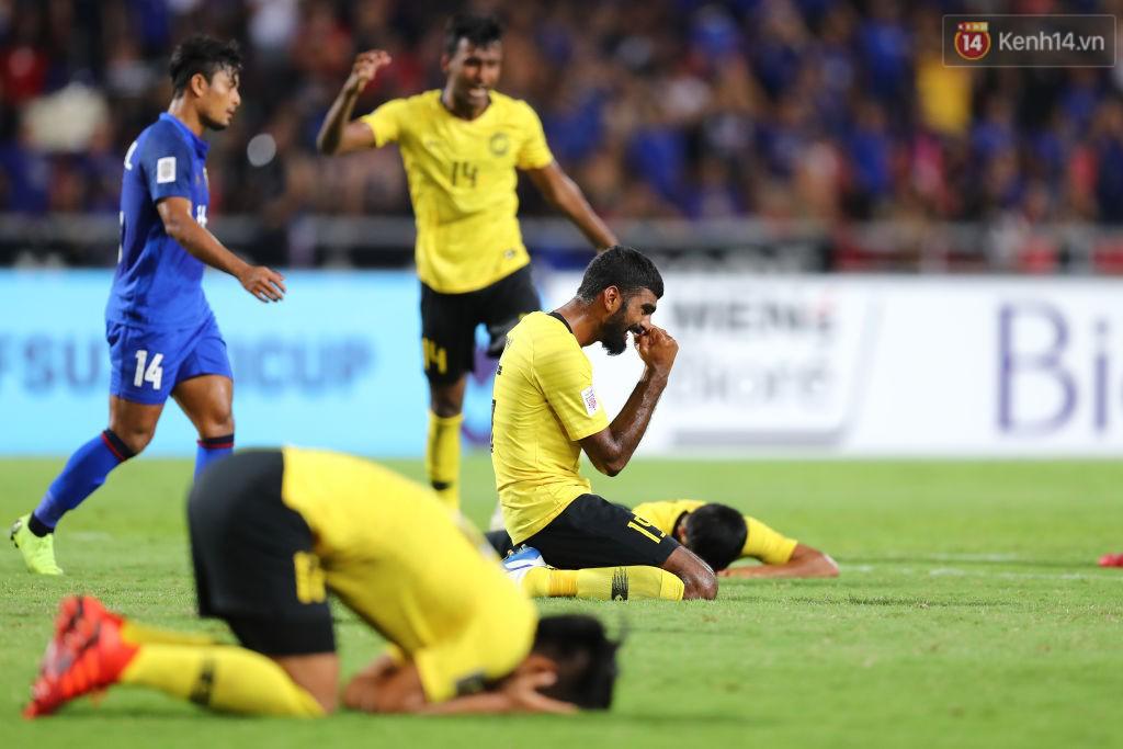 Tình huống penalty diễn ra ở những giây bù giờ cuối cùng. Ngay sau cú đá, trọng tài nổi còi kết thúc trận đấu. Cầu thủ Malaysia vỡ òa hạnh phúc. Chiến thắng đến theo cách khó có thể kịch tính hơn.