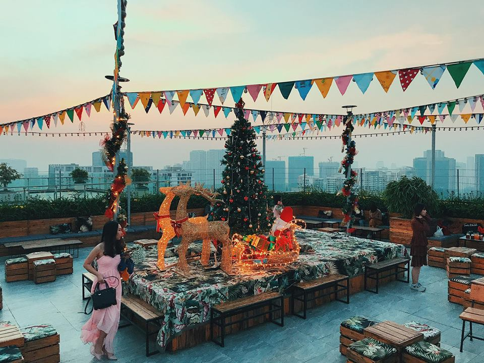 """Đốn tim """"con dân sống ảo"""" không đâu khác chính là Rooftop mang phong cách Rustic - Boho chic siêu đẹp này"""