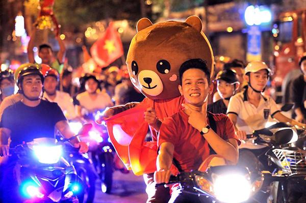 """Như đã tuyên bố, Việt Nam thắng là anh có """"gấu""""."""