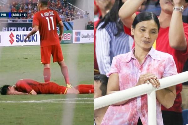 Văn Hậu bị đội bạn chơi đểu thúc cằm nằm gục đau đớn trên sân, mẹ dưới khán đài rưng rưng nước mắt