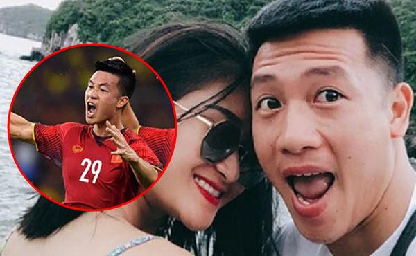 """Phì cười với phong cách selfie """"trăm kiểu như một"""" của tiền vệ Huy Hùng - Người mở tỷ số trận chung kết lượt đi AFF Cup 2018"""