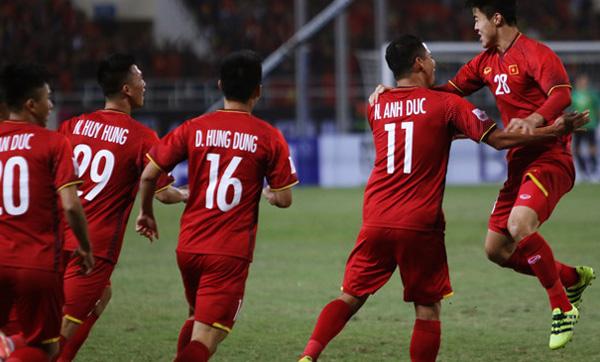 Chung kết AFF Cup 2018 Việt Nam vs Malaysia: Chỉ 5 phút, Anh Đức đã sút tung lưới Malaysia