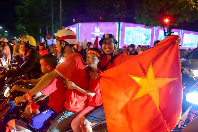 """Danh sách 20 tuyến đường cấm phục vụ """"đi bão"""" sau trận chung kết AFF Cup lượt về ở Hà Nội"""