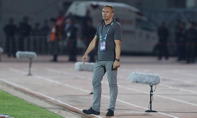 Sau khi gây sự với thầy Park tại AFF Cup, HLV ĐT Myanmar bị sa thải