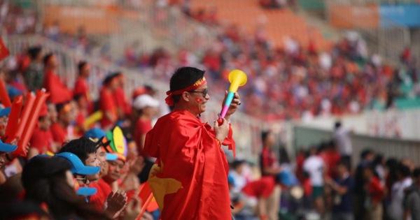 Kèn vuvuzela: Sinh ra ở Nam Phi, lập kỷ lục ở Mỹ Đình và nhiều lần gây tranh cãi
