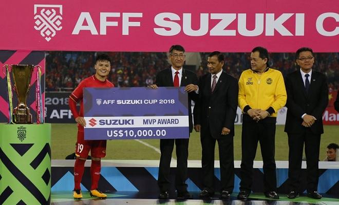 """Quang Hải vượt qua """"Messi Thái Lan"""" lọt vào danh sách 24 ứng viên danh hiệu """"quả bóng vàng"""" châu Á"""