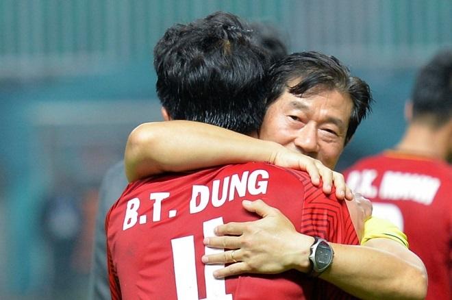 Hóa ra trợ lý thầy Park chia tay ĐT Việt Nam để sang Malaysia làm HLV trưởng