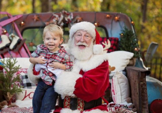 """Vào vai ông già Noel """"bằng cả trái tim"""" có thể kiếm tối đa 20.000 USD mỗi mùa Giáng sinh"""