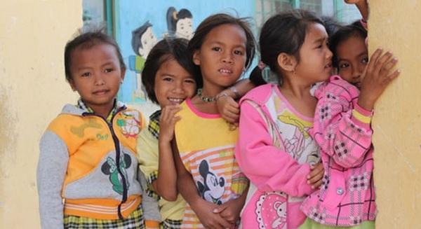 Khen thưởng tới 1,3 triệu đồng cho những gia đình sinh hai con đều là con gái