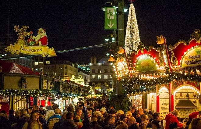 Không khí Giáng sinh và đón năm mới 2019 ngập tràn khắp những thành phố lớn trên thế giới