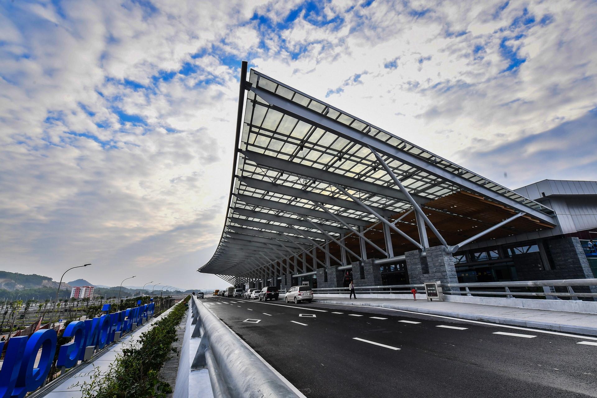 """HOT : Sắp khai trương sân bay Vân Đồn siêu hiện đại, giờ đến Quảng Ninh chỉ trong """"nháy mắt"""""""