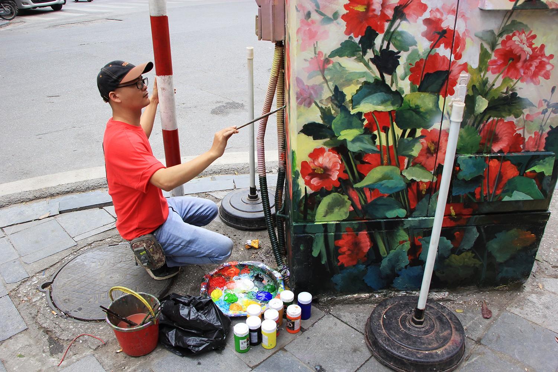 """Giới trẻ Hà Thành đổ xô đi chụp hình với """"BỐT ĐIỆN"""" hoa lá cành trên phố Tràng Tiền"""