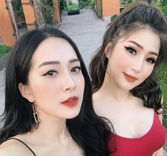 """Chị em họ nhà Hương Tràm lại gây """"lú"""" vì vẻ ngoài xinh đẹp hệt như 2 giọt nước"""