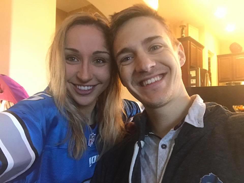 Người vợ kiêm quản lý của streamer nổi tiếng nhất thế giới tiết lộ về cuộc sống gia đình độc đáo