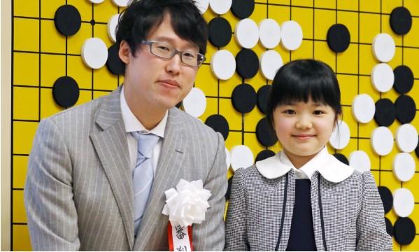 Bé gái Nhật Bản trở thành kỳ thủ cờ vây chuyên nghiệp trẻ nhất thế giới