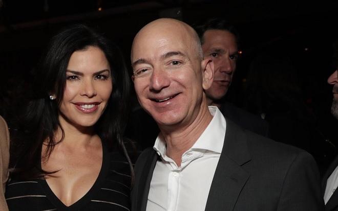 Đang vướng lùm xùm ly hôn với vợ, tỷ phú Jeff Bezos bị phát hiện hẹn hò với tình nhân mới