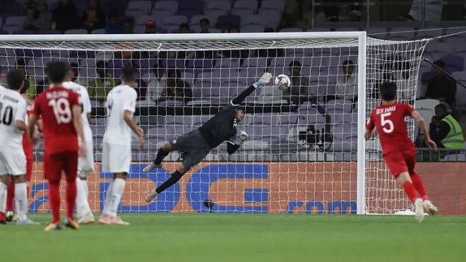 """""""Bó tay"""" trước cú đá như Messi của Quang Hải, thủ môn Yemen """"minh oan"""" cho Văn Lâm"""