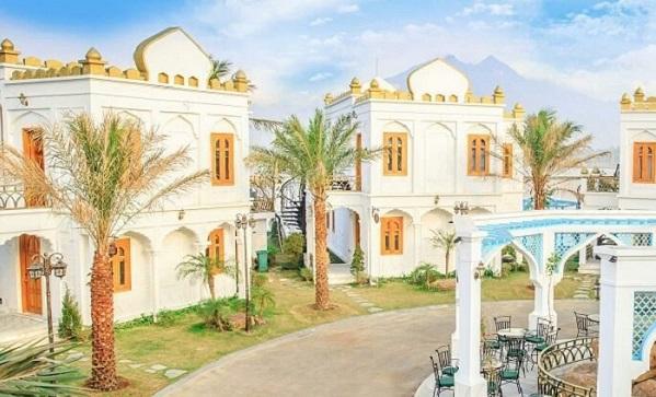 """Đẹp """"hết sảy"""" resort bể khoáng nóng sơn tường trắng tựa Santorini ngay sát Hà Nội"""